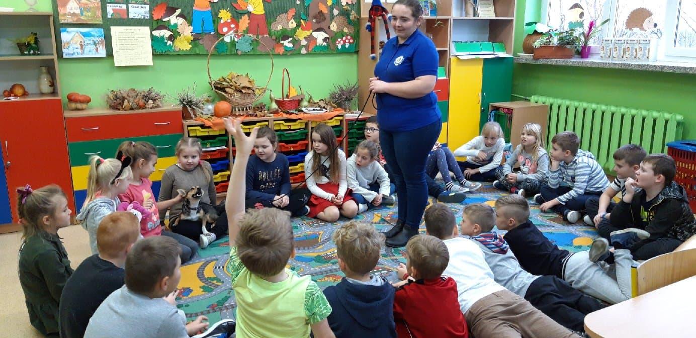 Spotkanie z dziećmi w szkole podstawowej.